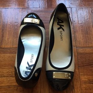 Anne Klein women's shoes size 7 (beige/black)